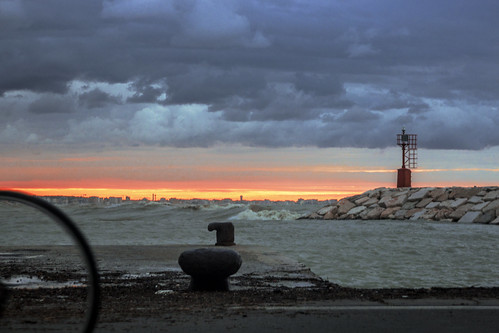 sunset italy lighthouse bicycle faro harbor tramonto rimini porto bollard bicicletta 2014 bitta