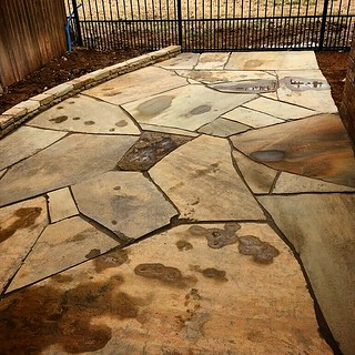 Not all #flagstone has to be mortared. There's an art to using #PolymericSand as well! #WhizQ #WhizQStone #GatorDust #AllianceDP