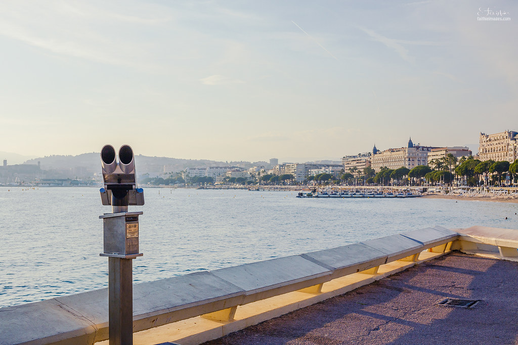 Viewfinder overlooking the bay of Cannes, France