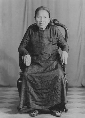 Cụ Ngô Thị Kiêm - 吾 氏 縑 , Sinh: 12/8 Bính Ngọ (29/9/1906) – Từ trần: 18/9 Mậu Thìn (28/10/1988)