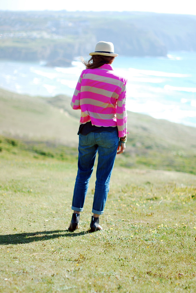 Neon pink stripes, boyfriend jeans