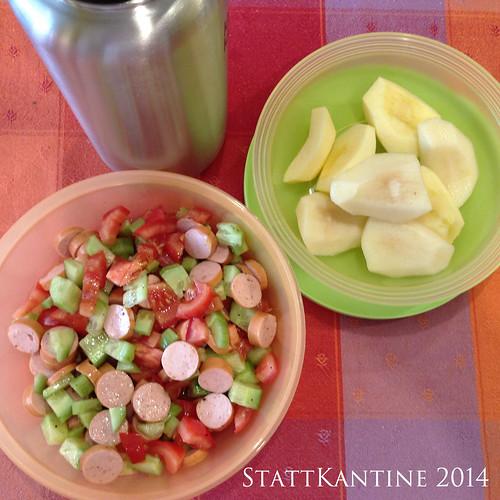 StattKantine 17.06.14 - Wienerle-Salat, Apfel, Traubensaftschorle