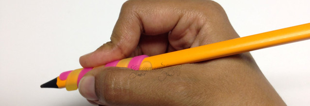 Review: Tombow Ippo Coiled Pencil Grip Aid - Pink @JetPens