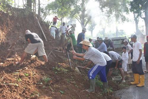 Gotong Royong, Tebas Tebing