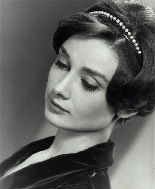 Images-of-Audrey-Hepburn-audrey-hepburn-head-tilted