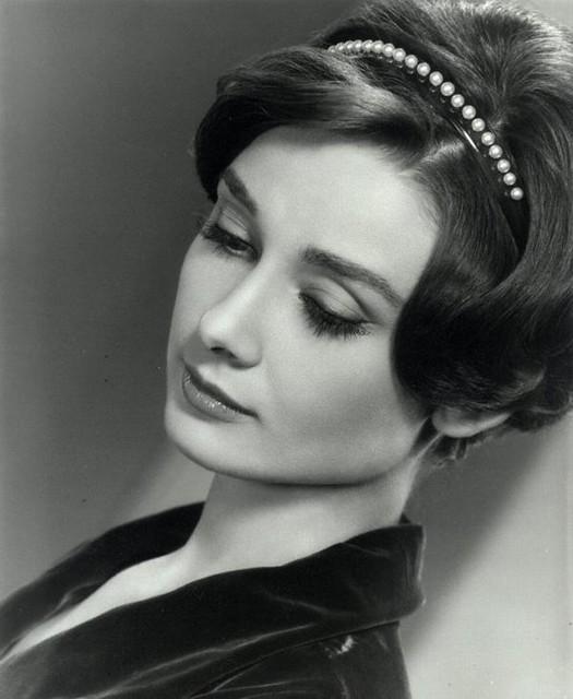 Images-of-Audrey-Hepburn-audrey-hepburn-head-tilted