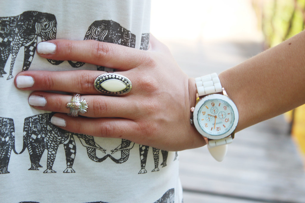 white-summer-accessories