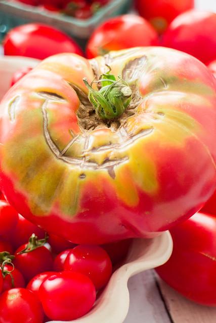 It's raining tomatoes!_5