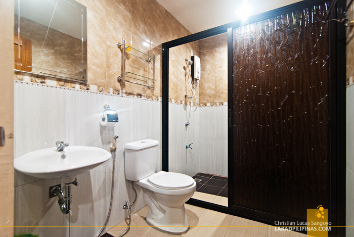 Toilet and Bath at Hotel Le Duc in Dagupan City