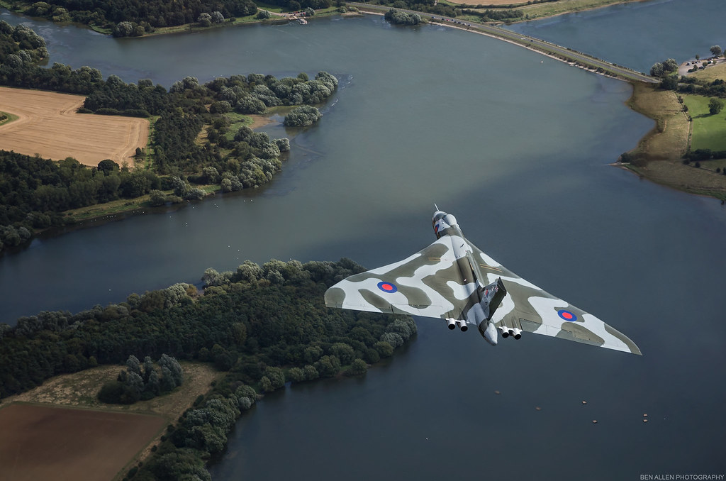 XH558 Avro Vulcan over Pitsford Water