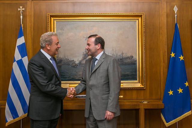 Συνάντηση ΥΕΘΑ Δημήτρη Αβραμόπουλου με τον Πρόεδρο της Κοινοβουλευτικής Ομάδας του ΕΛΚ Μάνφρεντ Βέμπερ