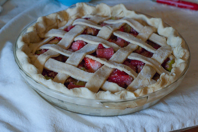 strawberry-rhubarb-pie-11