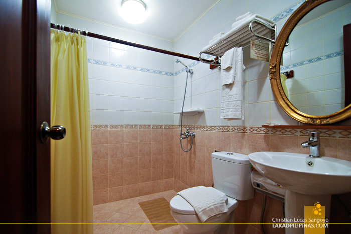 Toilet and Bath at Hotel Felicidad in Vigan City