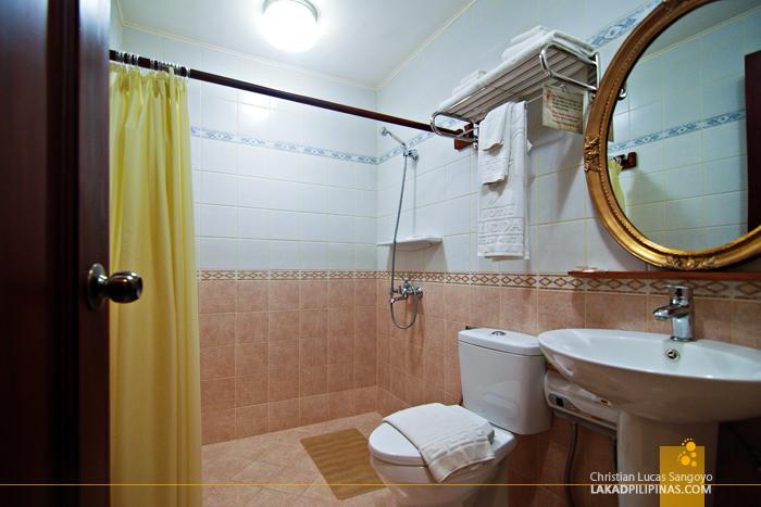 Toilet and Bath at Hotel Felicidad in Vigan City