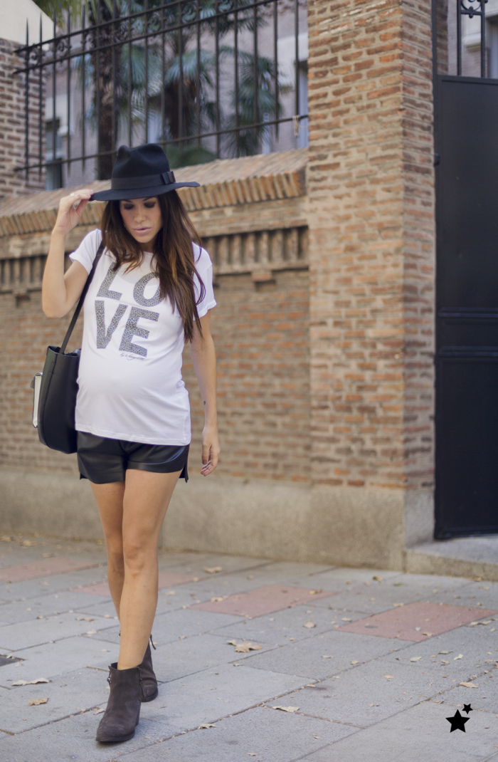 street style barbara crespo love a bicyclette tshirt tee fashion blogger outfit blog de moda hakei boots
