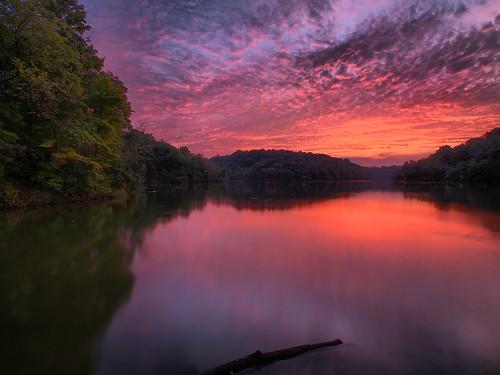 sunset reflection kentucky sunsetreflection northernkentucky lakereflection kentuckysunset kentoncounty covingtonkentucky doerunlake doerunlakekentucky