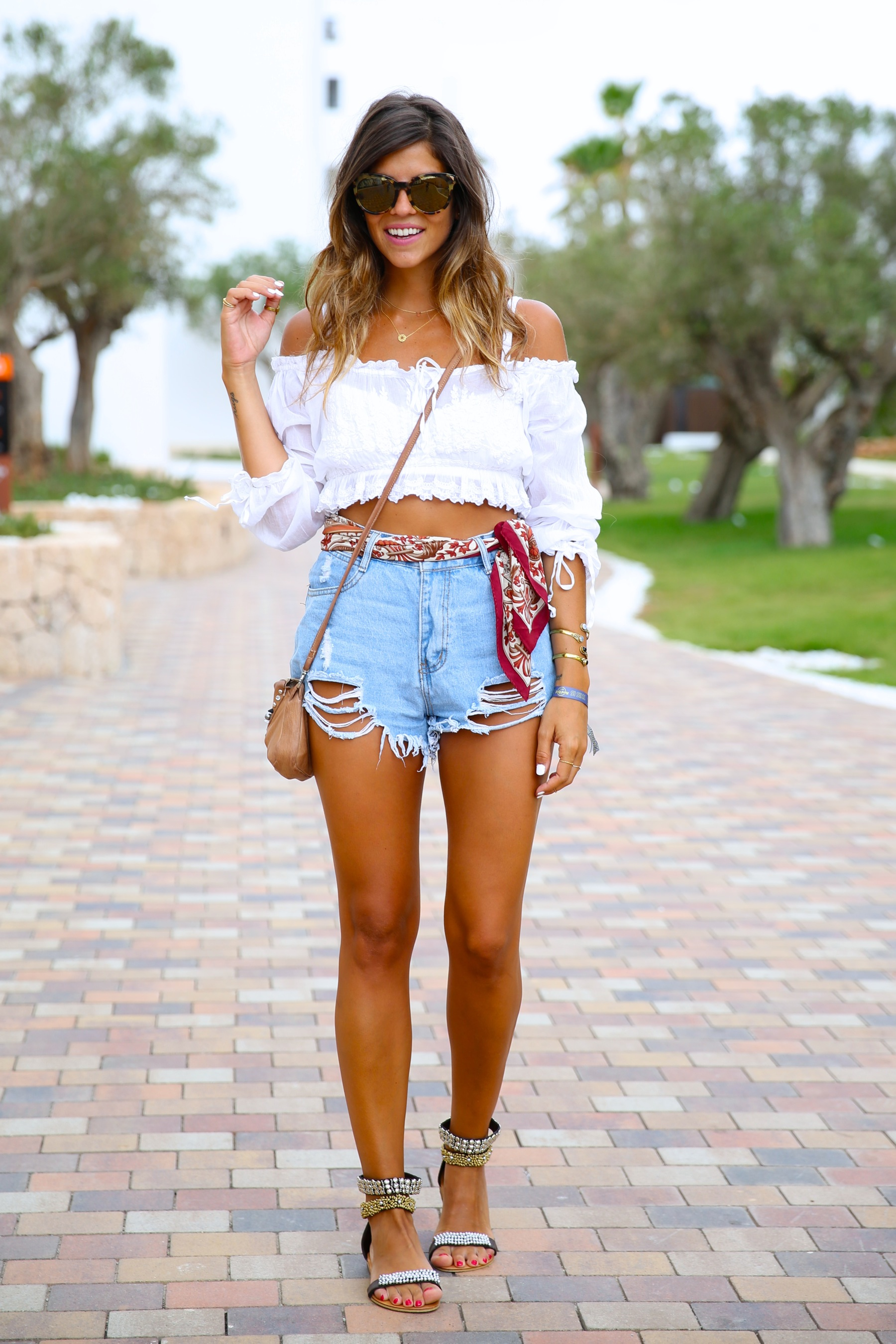 trendy_taste-look-outfit-street_style-ootd-blog-blogger-fashion_spain-moda_españa-hard_rock_hotel-ibiza-palladium-shorts_vaqueros-denim_shorts-boho-verano-summer-hippie-pañuelo-19