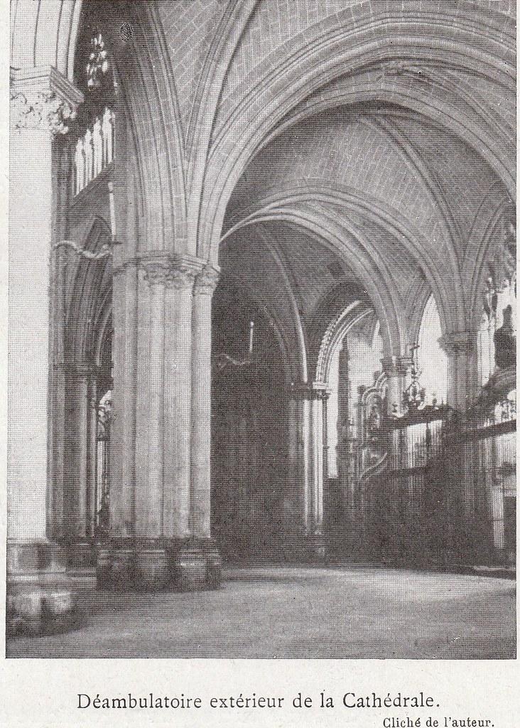Interior de la Catedral de Toledo a comienzos del siglo XX. Fotografía de Élie Lambert publicada en su libro Les Villes d´Art Célebres: Tolède (1925)