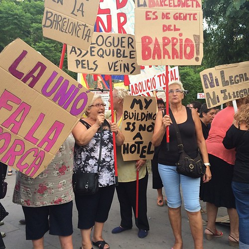 Manifestació contra els pisos turístics de la #Barceloneta #Barcelona #BCN