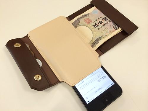 iPhoneも入る財布