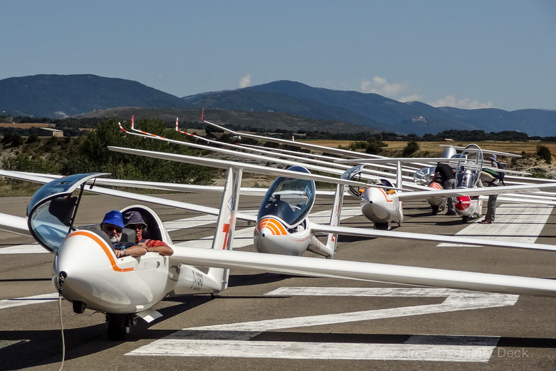 Gliders line up