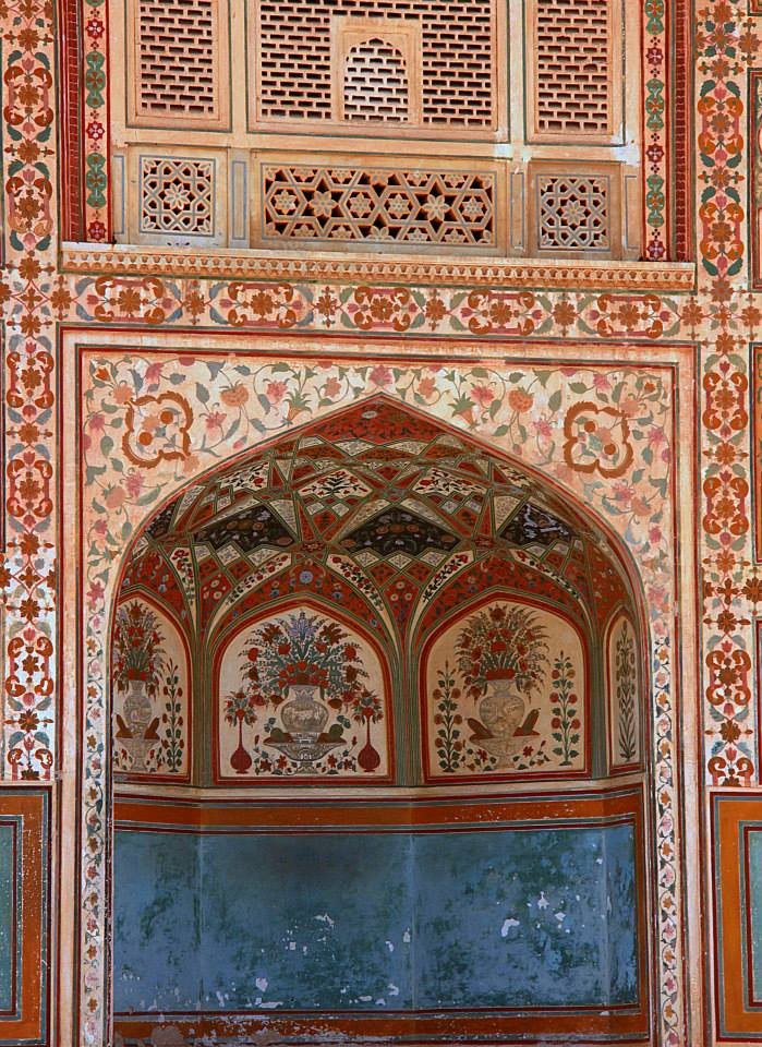 niches and frescoes of amer fort