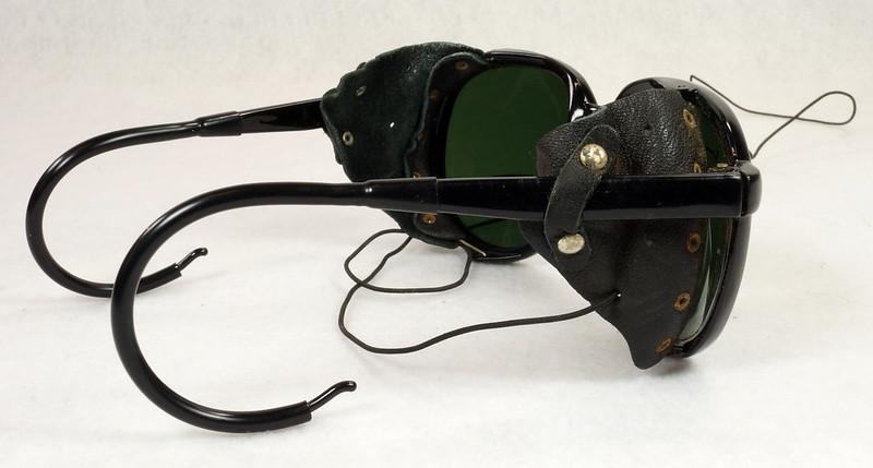 RD14855 Vintage 70s 80s Aviator Ski Motorcycle Sunglasses Black with Leather Side Shield Nylon Frame Japan DSC06472