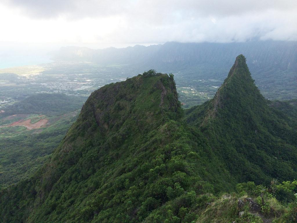 Blick auf den Olomana Trail und Ost-Oahu im Hintergrund.