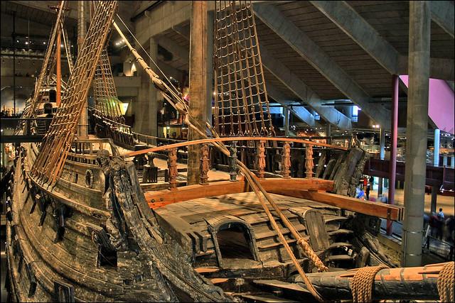 Cubierta del Vasa en su estado original y actual. buque de guerra Vasa, viaje a Estocolmo 1628 - 14040631366 12e065638c z - buque de guerra Vasa, viaje a Estocolmo 1628