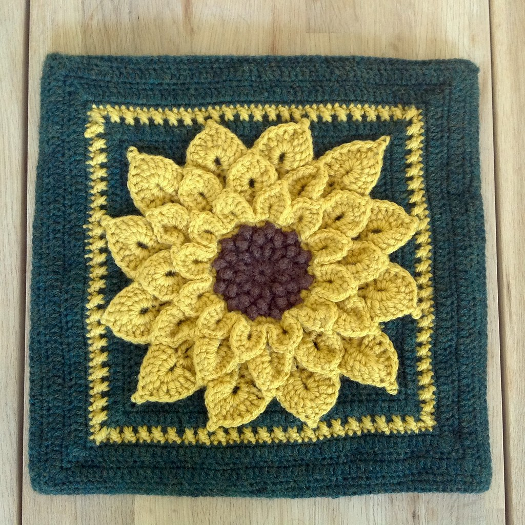 Suvi\'s Crochet: Sunflower Pillow and a Squared Circle