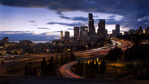 seattle blue sunset evening cloudy dusk pacificnorthwest lighttrails bluehour pnw emeraldcity 12thstreetbridge