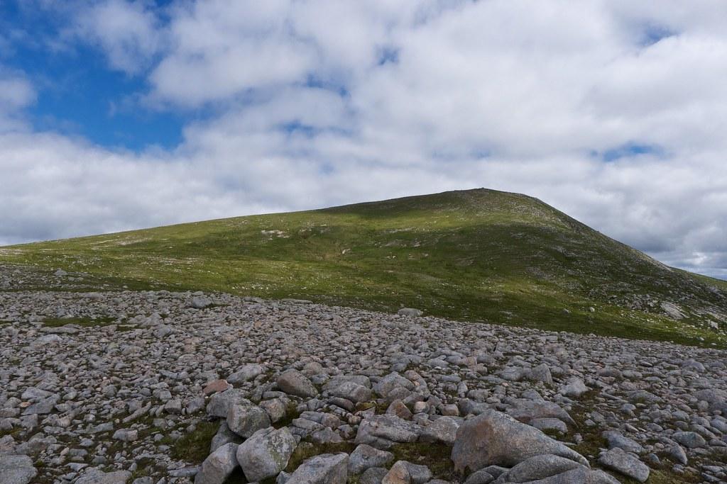 Upper slopes of Stob Coir'an Albannaich