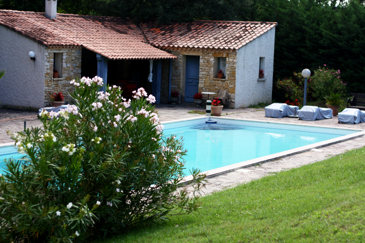 bed and breakfast france la deviniere pool