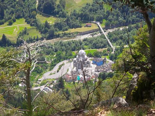 Il santuario di Re dall'alto by Ylbert Durishti
