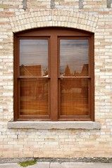 arch(0.0), garage door(0.0), gate(0.0), door(0.0), window(1.0), sash window(1.0), wood(1.0), architecture(1.0), interior design(1.0), facade(1.0), brick(1.0),