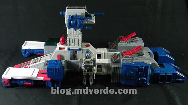 Transformers Fortress Maximus G1 Encore - modo nave vs Cerebros