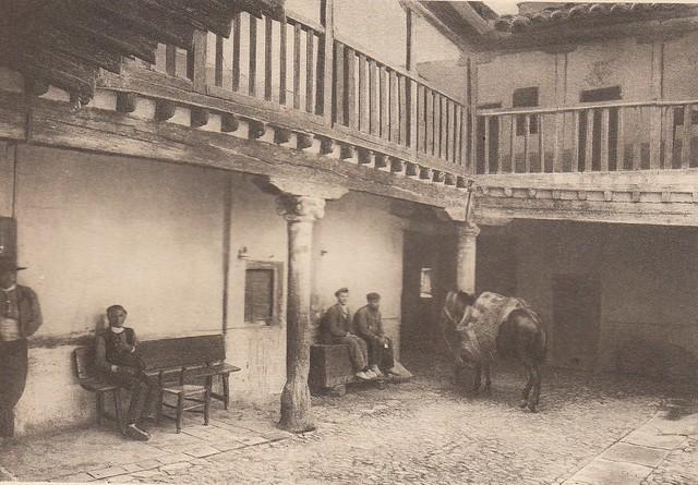 Posada de la Sangre a principios del siglo XX. Fotografía de Frédéric Boissonnas publicada en el libro L´Espagne, provinces du Nord, de Tolède a Burgos de Octave Aubry en 1930