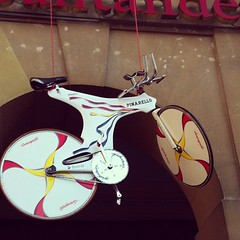 The time trial bike of #miguelindurian hanging from the front of Santander bank #vueltaespaña
