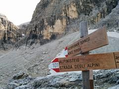 Wegweiser Hochbrunner Schneid und Alpinisteig