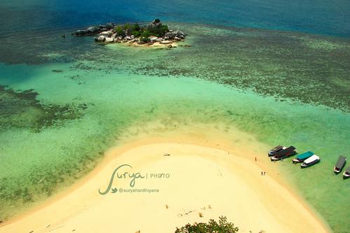 Pemandangan Pulau Lengkuas dari atas Mercusuar