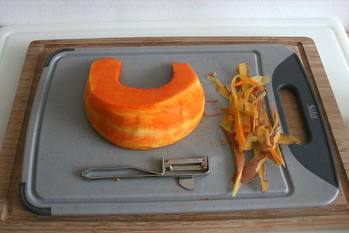 14 - Kürbis schälen / Peel pumpkin