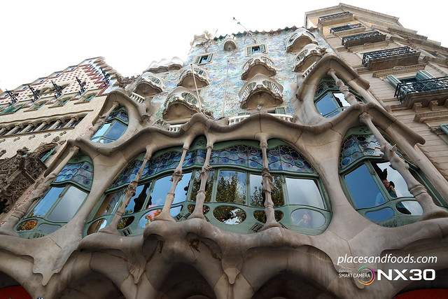 barcelona casa batllo building shot