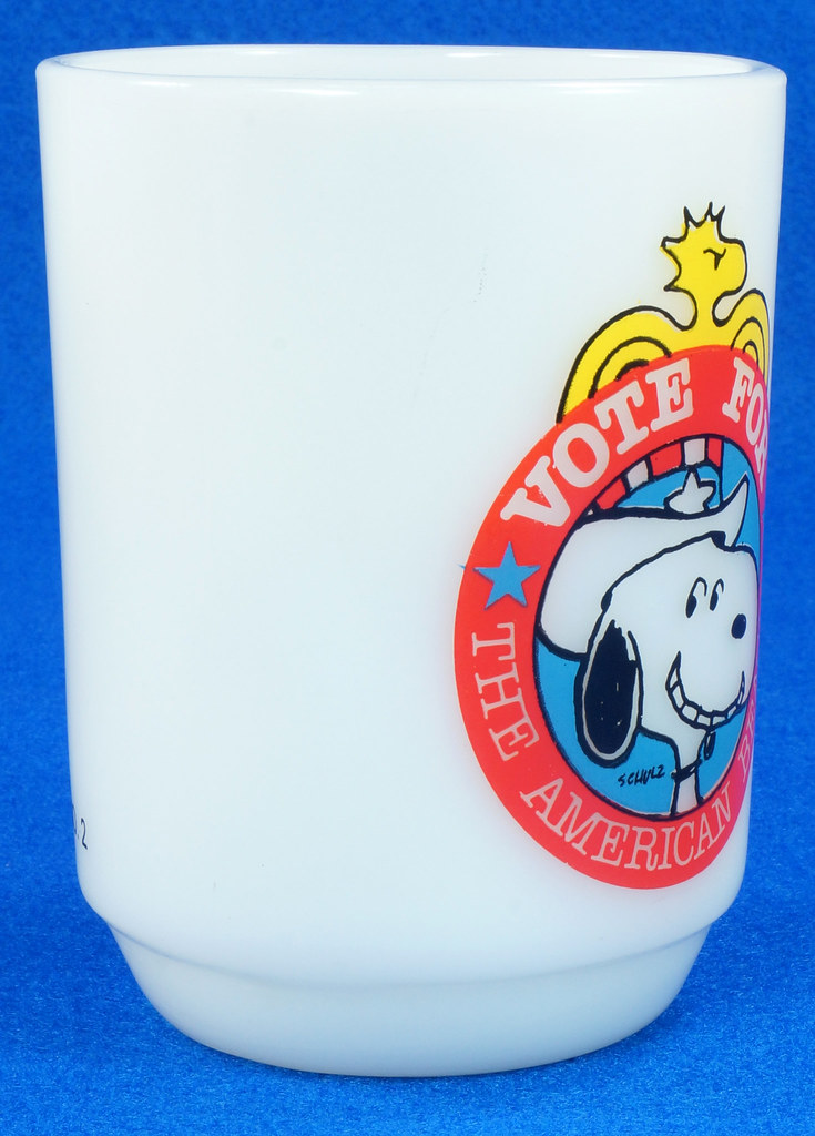 RD14663 Peanuts Snoopy White Milk Glass Vote for the American Beagle 1980 Political #2 DSC05967