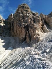 Aufstieg Schusterplatte, unter dieser Felswand vorbei