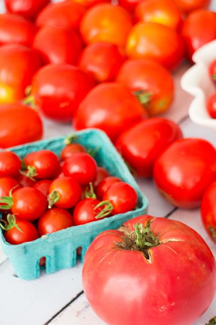 It's raining tomatoes!_7