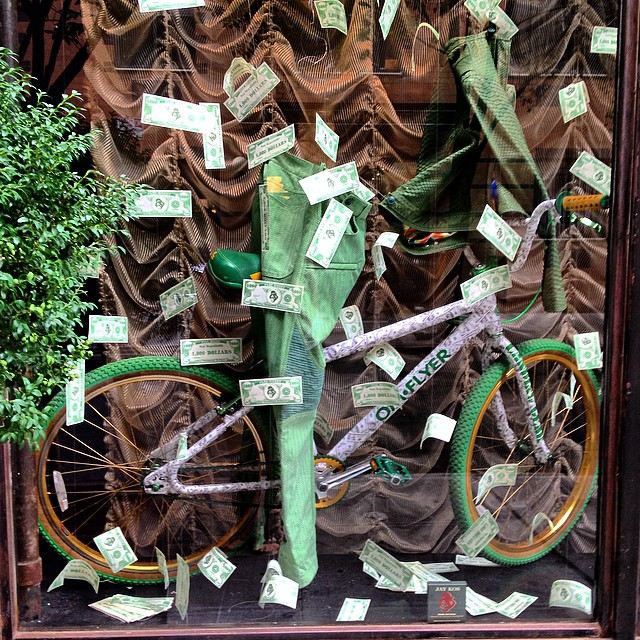 Makin' it rain  #nyc #soho #windowdisplay #fashion #design #omflyer