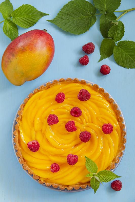 Tart with mango and raspberries.