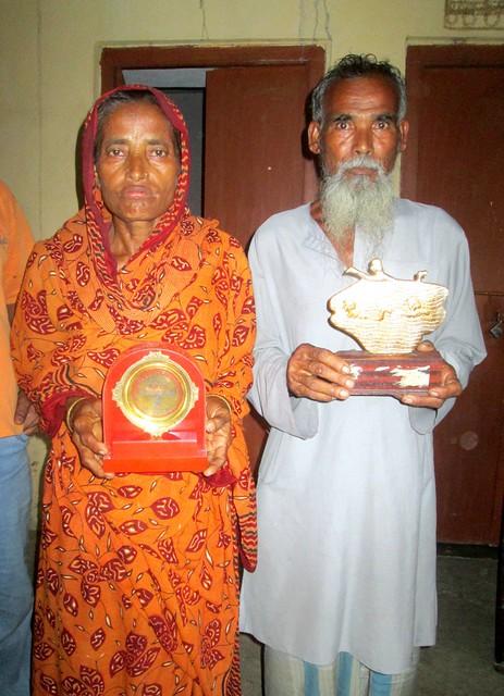 Sakina_khatuns_mother_Noorjahan_bibi_and_father_Sirajul_Gazi_shows_medals_of_Sakina