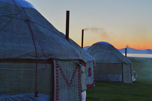homes sunrise sunsets silkroad centralasia kyrgyzstan nomads yurts nomadic songkol kirgisistan