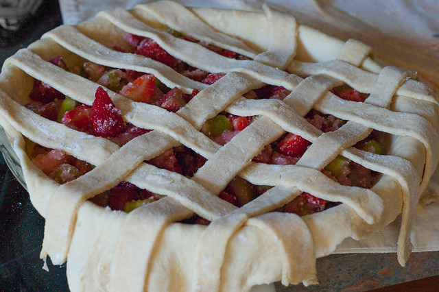 strawberry-rhubarb-pie-8